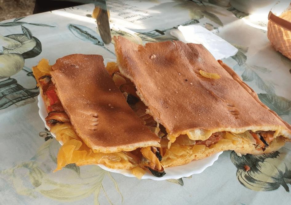 Ración de empanada cortada